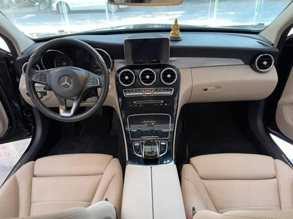 Nội thất xe Mercedes C200 cũ sang trọng, tiện nghi