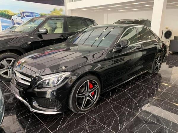 Mercedes C300 sở hữu ngoại thất sang trọng, đẹp mắt