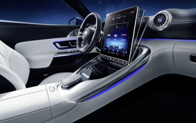 Chiếc Roadster mới của Mercedes sẽ có màn hình xoay lật