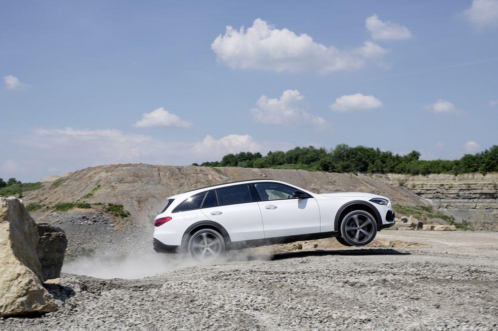 Mercedes-Benz C-Class All-Terrain Wagon lộ diện